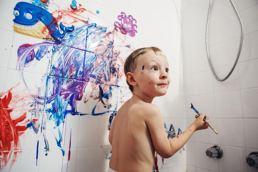 Independent Play for Kids: Bathtub Fun
